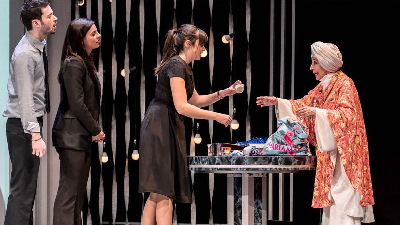 Concha Velasco se divierte con 'El Funeral'
