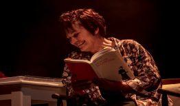 El abrazo de Aran Dramática en 'La ridícula idea de no volver a verte'